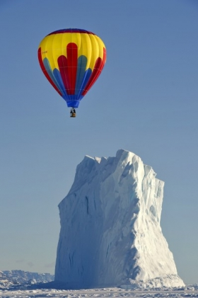 <h5>Arctic Bay Balloon and Iceberg D4S4941</h5>