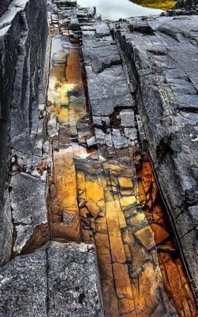 <h5>Bloody-Falls-Rocks-2032</h5>