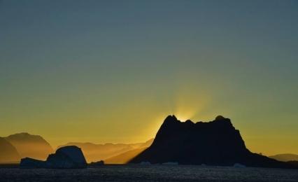 <h5>Karrat-Fjord-Sunrise-D4S2092</h5>