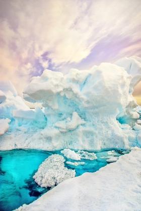 <h5>Arctic Bay Floe Edge Iceberg DSC0486.jpg</h5>