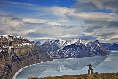 <h5>Arctic Bay Fjord D805759</h5>
