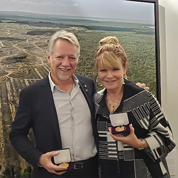 Edward Burtynsky and Michelle Valberg receiving medal from RCGS